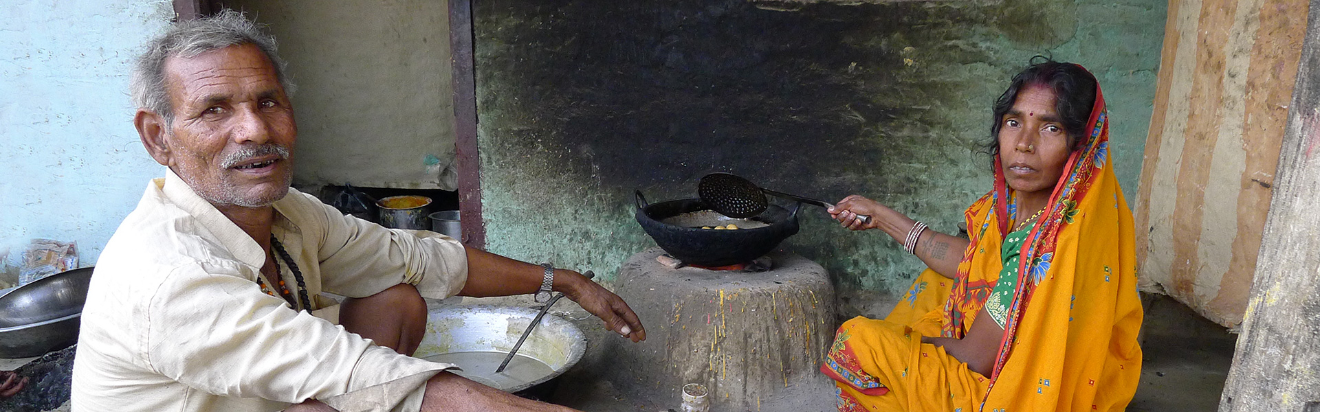 nepal-husbond-and-wife-in-kitchen